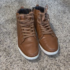 Other - Nice Casual High Top Sneakers!